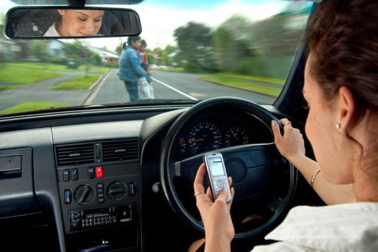 Don't Check Out Your Mobile - How to Avoid A Traffic Fine in Dubai