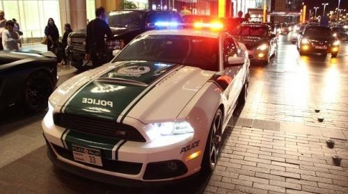 Dubai Police Mercedes-Benz SL63 AMG lights ON